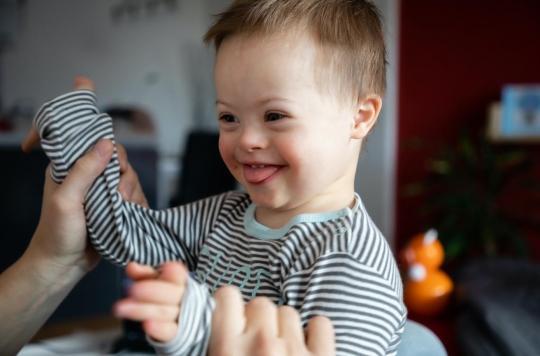 enfant atteint de trisomie 21 ou syndrome de Down