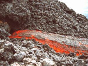 Séisme et éruption volcanique : quand la terre pique une colère